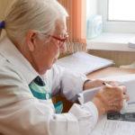 Ушедших на пенсию врачей попросят помочь в борьбе с коронавирусом